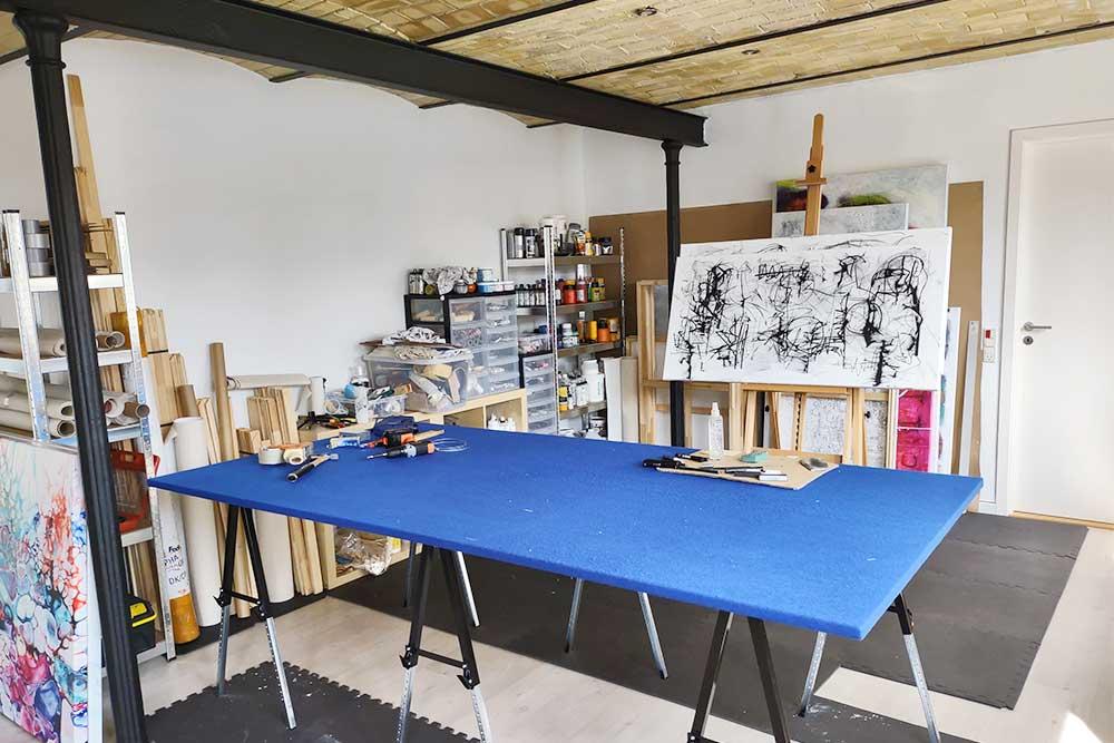 Overblik over mit atelier hvor jeg skaber min kunst